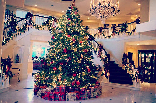 christmas tree on tumblr image 2382529 by MariaD on  : big house chandelier christmas christmas tree Favimcom 2382529 from favim.com size 500 x 333 jpeg 217kB
