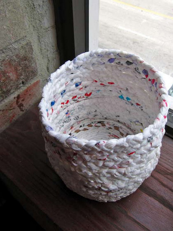 Handmade Baskets Tutorial : Recycle nylon bags to design a basket image