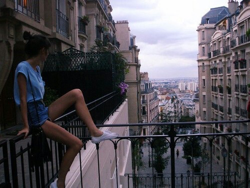 Building city girl grunge other paris photography for Balcony aesthetic