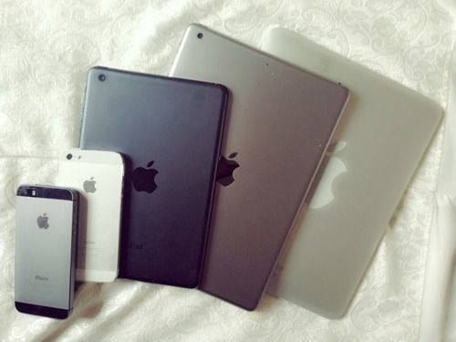 apple, black, cute, dark, dark grunge, grey, grunge, ipad, iphone, iphone 5, photo, photos, picture, pictures, stunner, stunning, white, iPhone 5S, apple products, on point, Apple iPad, ipad air, apple iphone, on fleek, apple fans