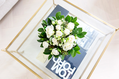 beautiful, bouquet, chic, classy, classyblog, coffee table, cosy, decor, decoration, design, fashion, flo, fresh, glitter, gold, home, home decoration, house, interior, interior design, love, luxury, modern, photography, pretty, roses, shiny, style