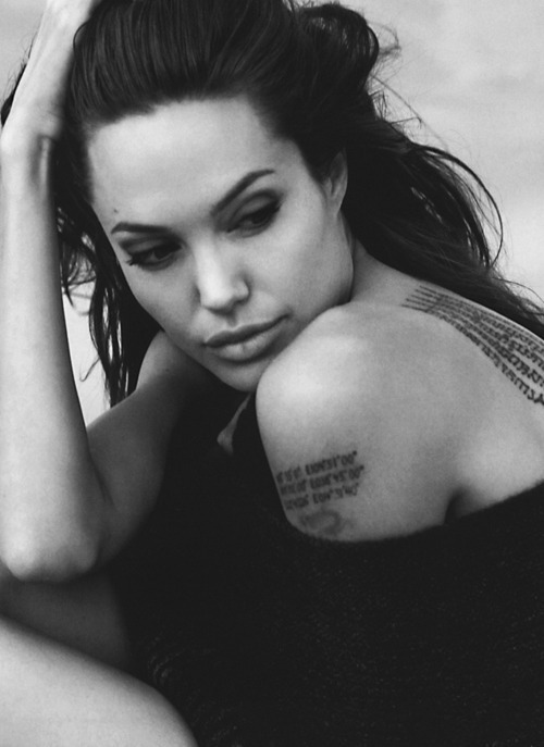 angelina-jolie-black-and-white-brunette-