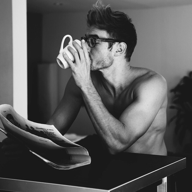 black and white, boy, boyfriend, cofee, crush, glasses, hair, homme, house, instagram, journal, love, model, muscles, newspaper, tasse, tattoos, tea, tumblr, we heart it, abdos, ⓛⓤⓝⓔⓣⓣⓔⓢ