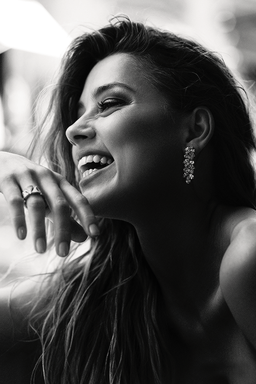 amber heard, cute, fashion, girl, hairstyle, makeup, model, outfit, photography, smile