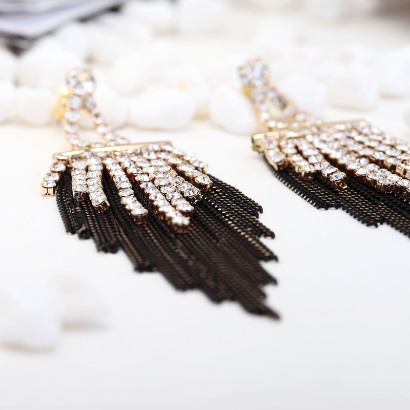 chain earrings, chain fringe earrings, chain linear earrings and chic